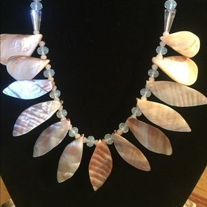 Jewelry - 🧜♀️mother of pearl shell & Opalite bead necklace